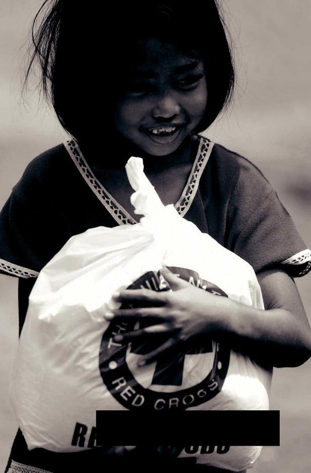 Fundada em 1980, a Grand Charity dos maçons doou mais de 100 milhões de libras a uma série de causas de beneficência. Ela responde quando os desastres naturais, como furacões, terremotos e secas ocorrem em qualquer parte do mundo.